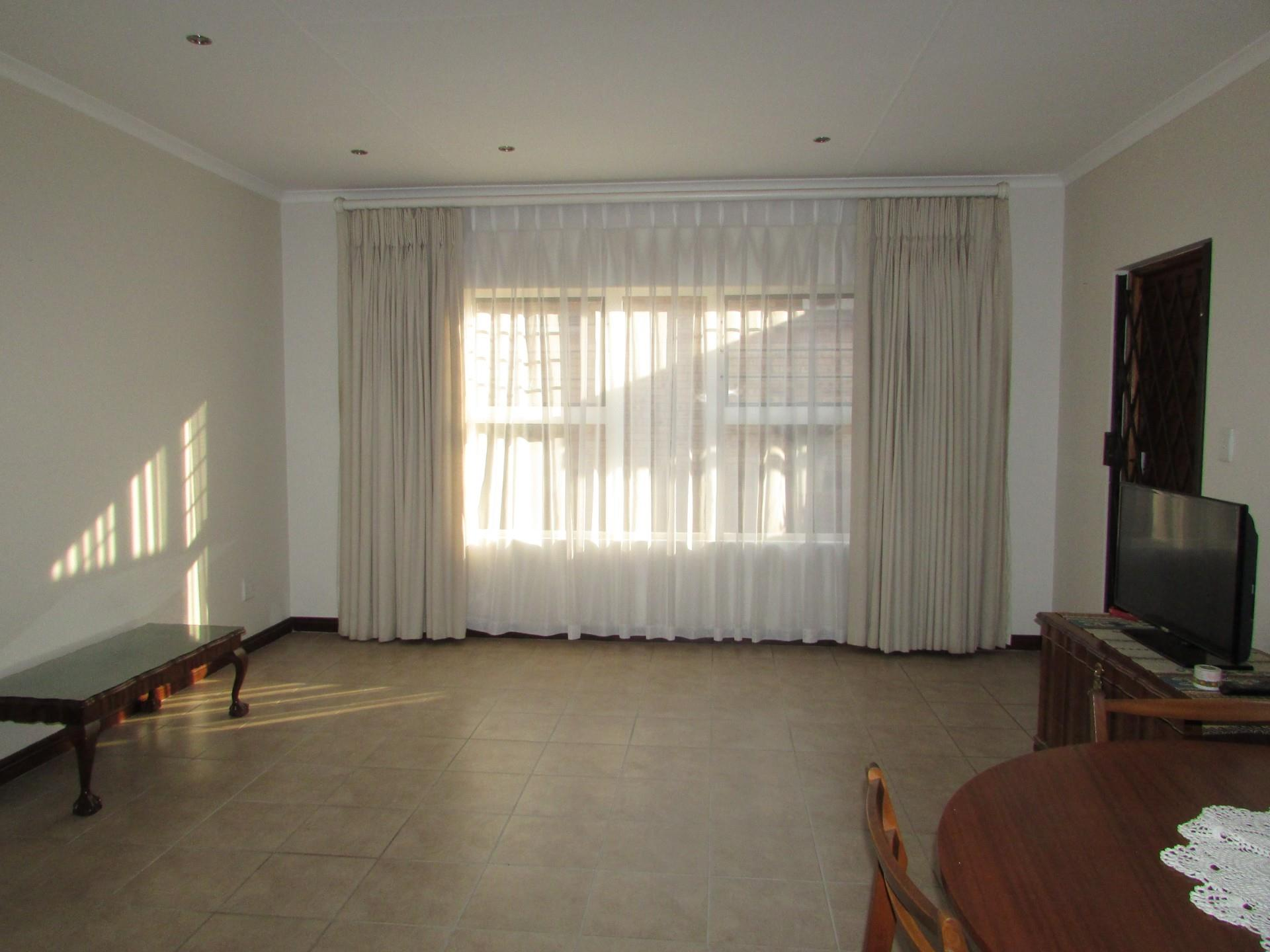 Town house in Brentwood | RE/MAX