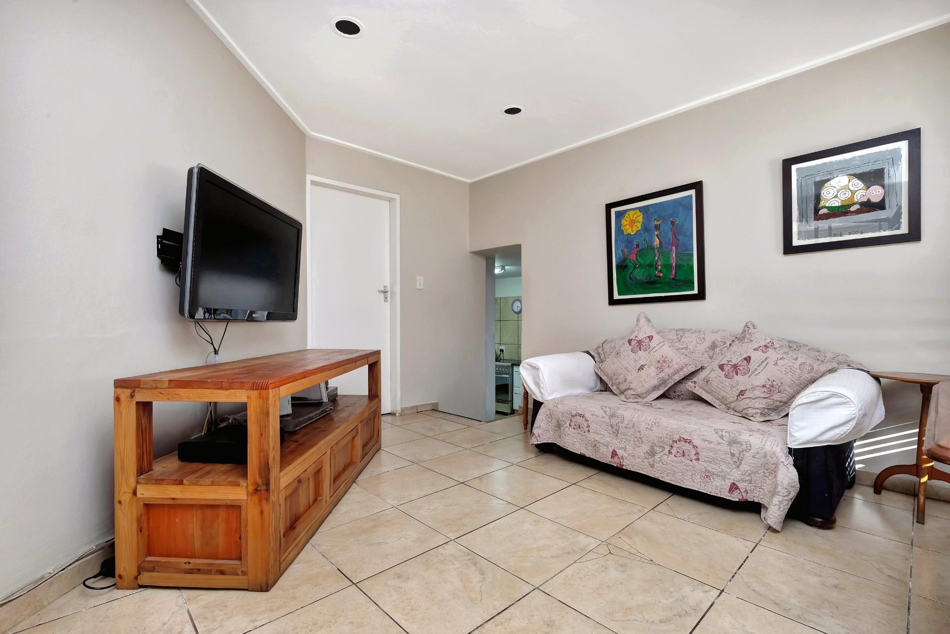 4 Bedroom House For Sale in Hurlingham Manor