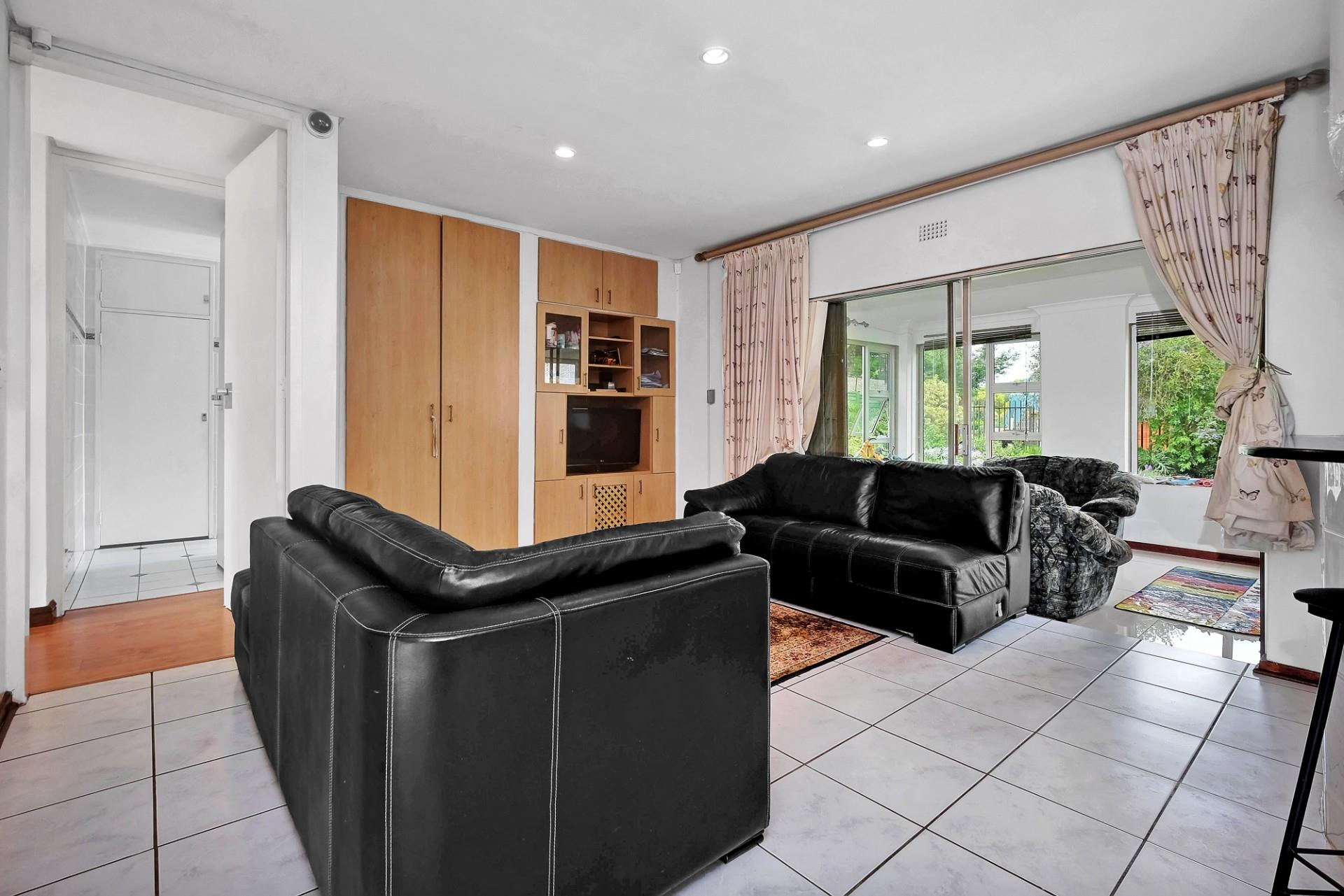3 Bedroom House For Sale in Hurlingham Manor