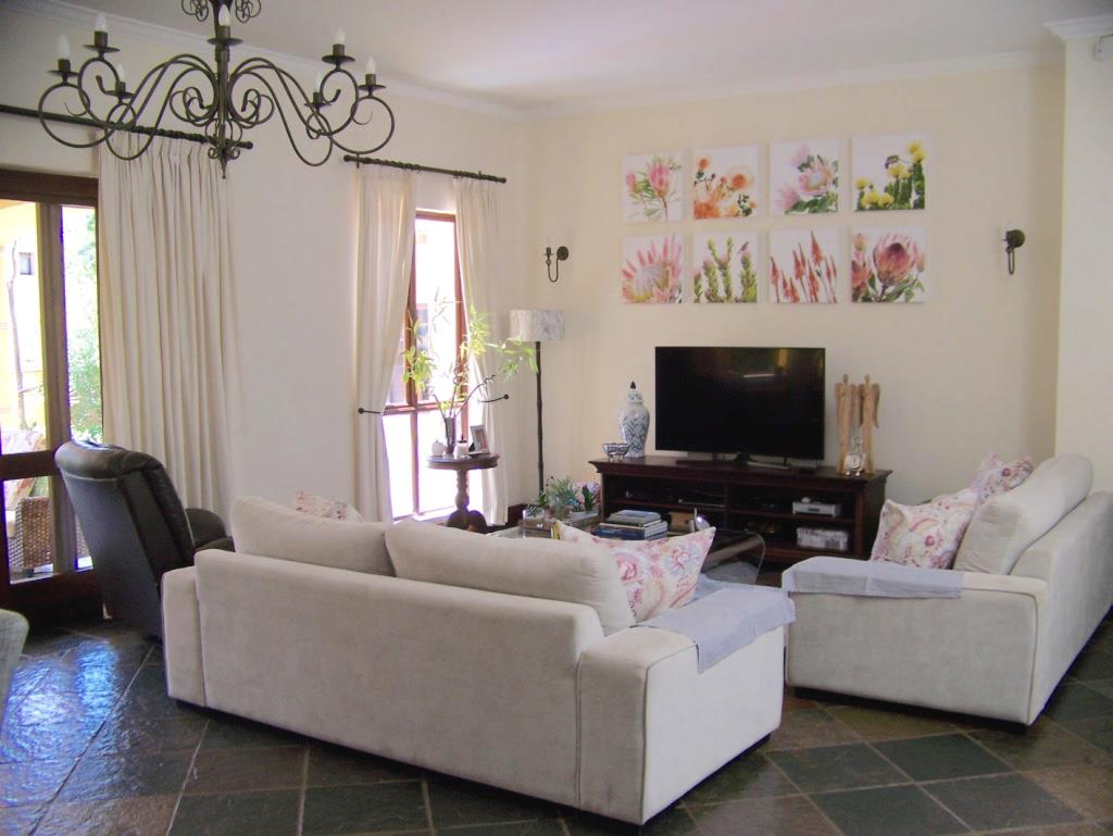 4 Bedroom House To Rent in Bryanston West