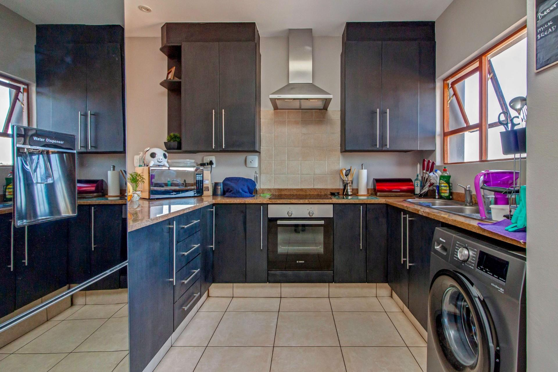 2 Bedroom Apartment / Flat For Sale in Bryanston East
