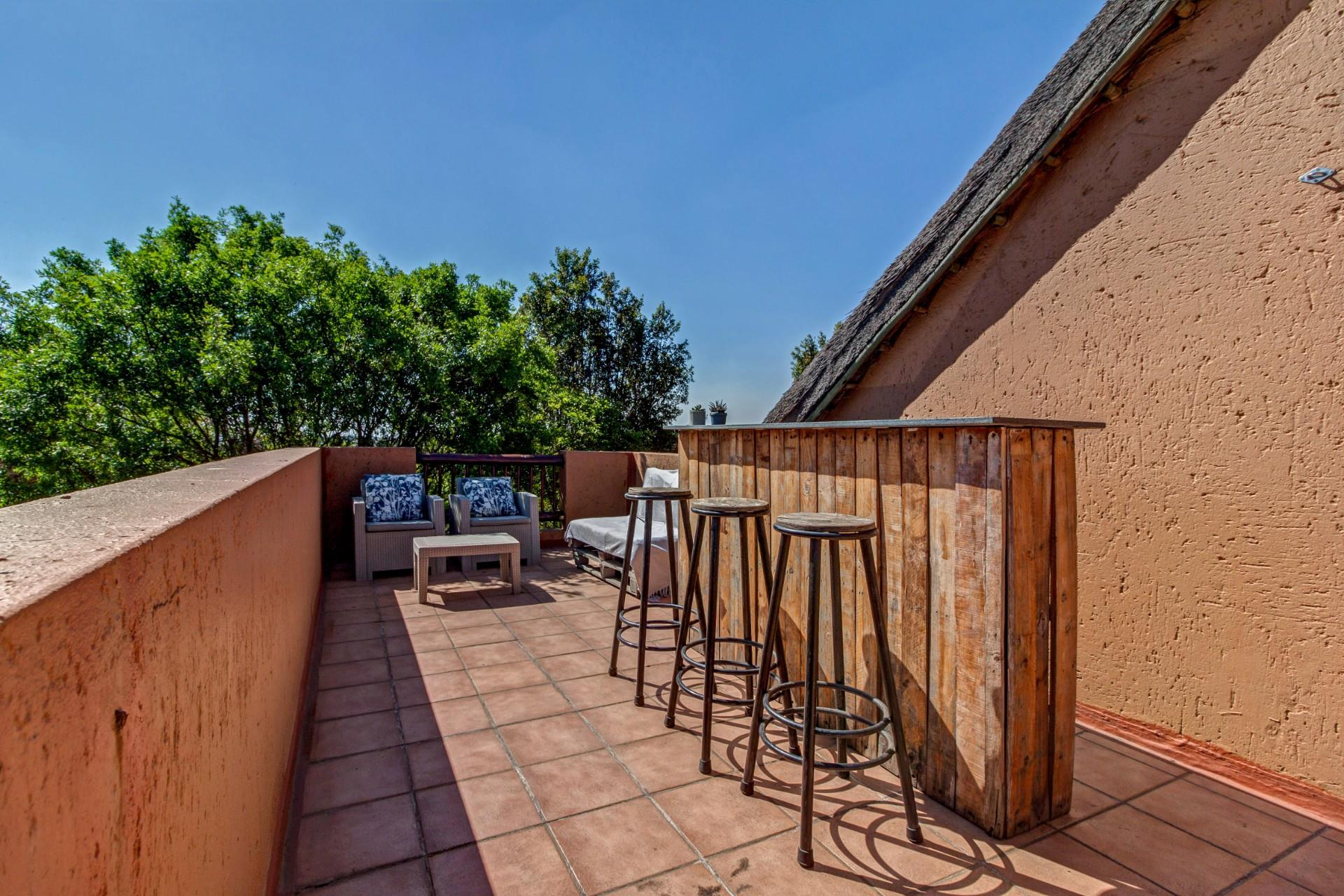 2 Bedroom Apartment / Flat For Sale in Douglasdale