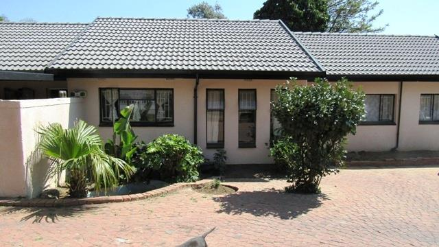 3 Bedroom House For Sale in Birchleigh North