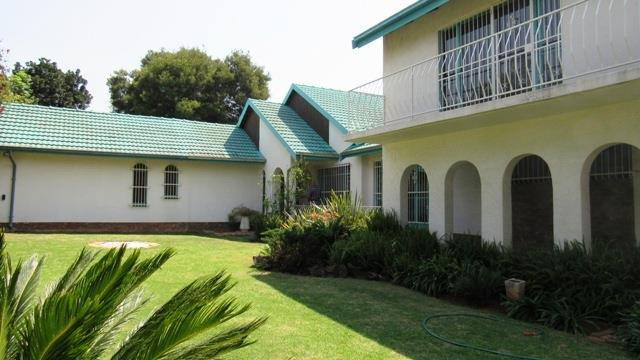 4 Bedroom House For Sale in Van Riebeeck Park