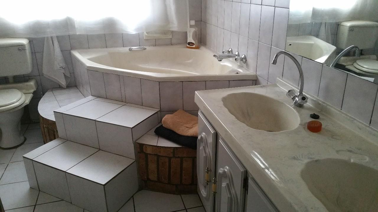 3 Bedroom House For Sale in Birchleigh & Ext