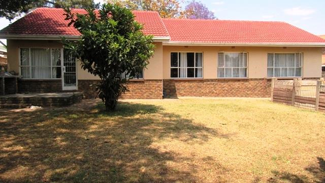 4 Bedroom House For Sale in Birchleigh North