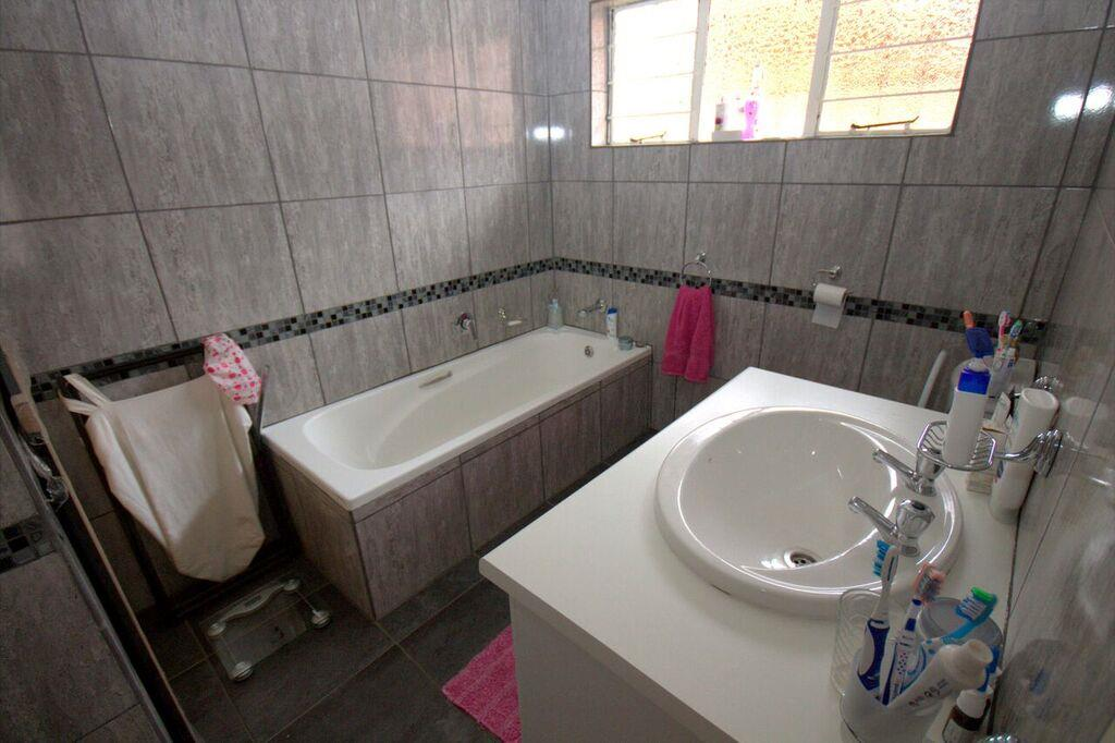 2 Bedroom Cluster For Sale in Terenure