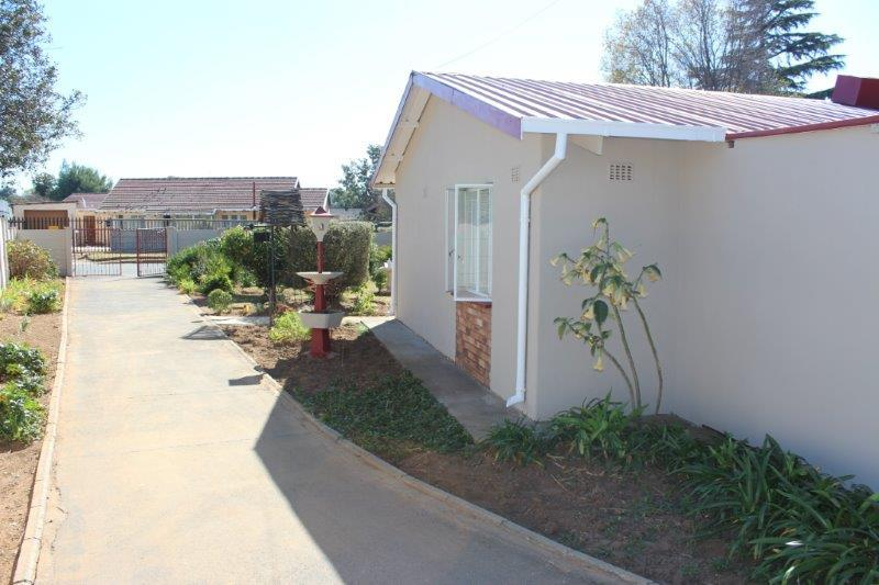 4 Bedroom House For Sale in Bonaero Park