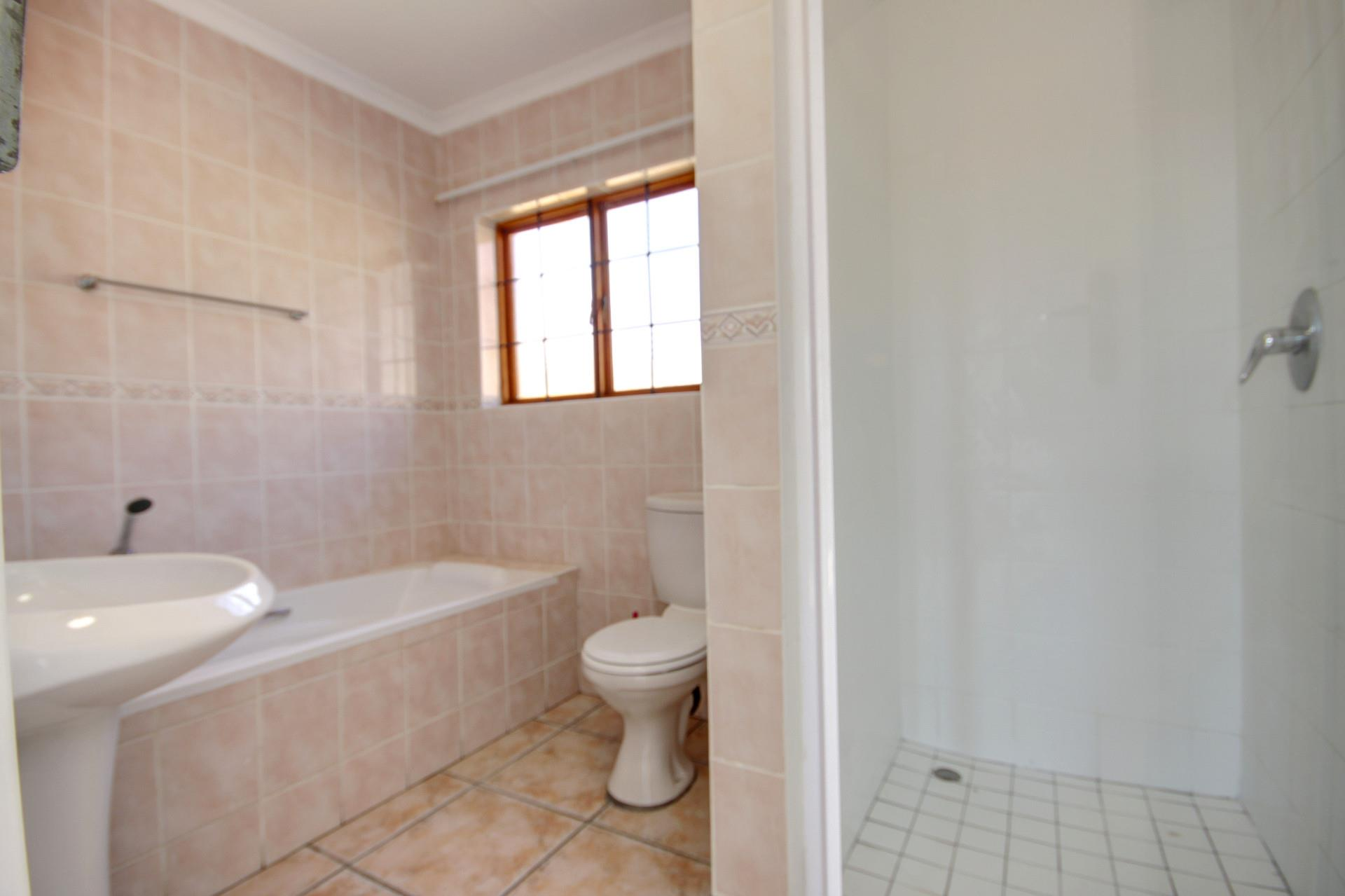 3 Bedroom House For Sale in Sundowner