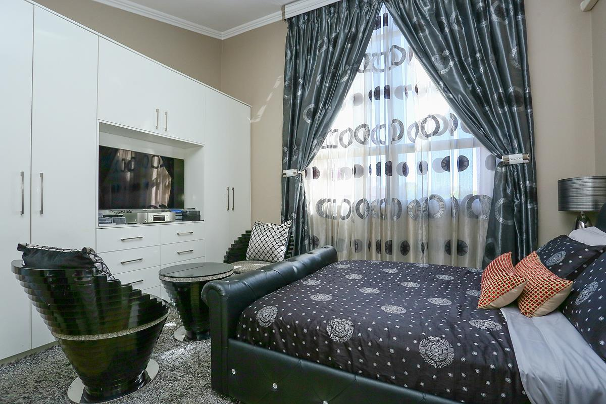 3 Bedroom Apartment / Flat For Sale in Morningside