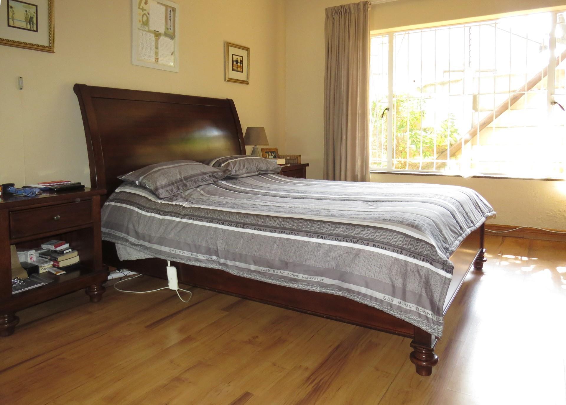4 Bedroom House For Sale in Beverley Gardens