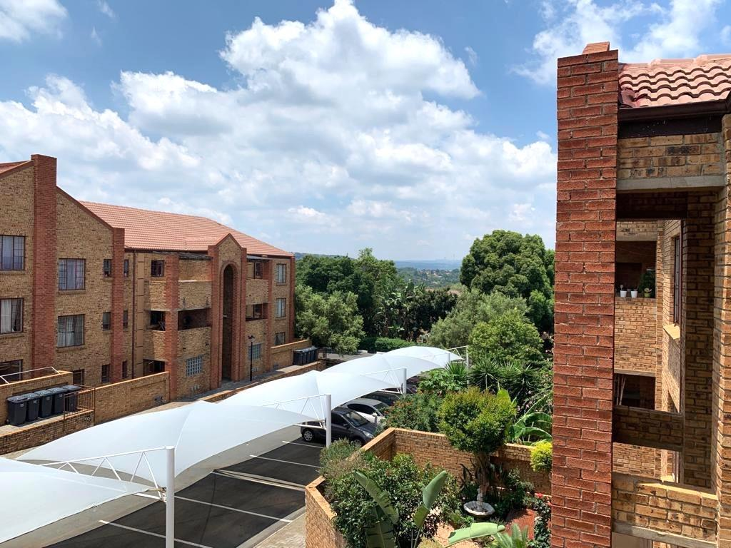 2 Bedroom Apartment / Flat For Sale in Sundowner
