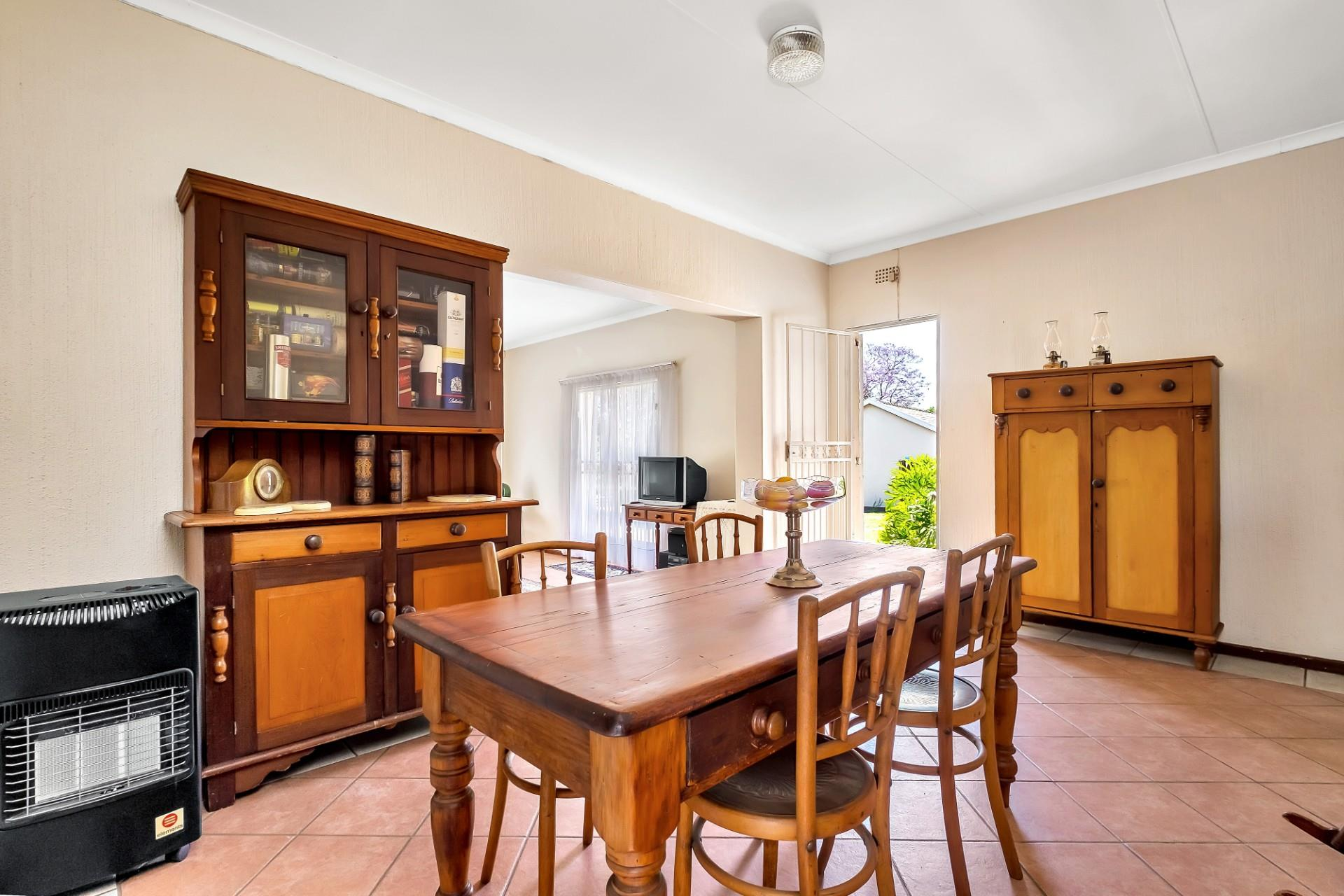 5 Bedroom House For Sale in Johannesburg North
