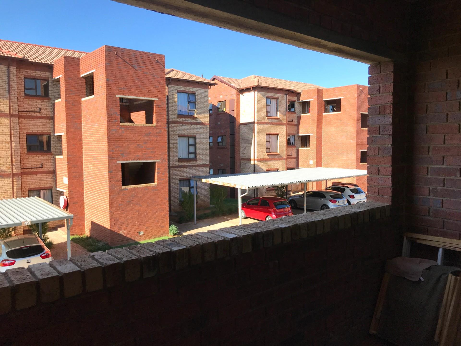 2 Bedroom Apartment / Flat For Sale in Randpark Ridge