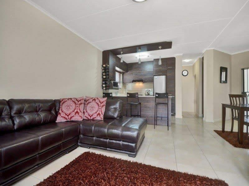 2 Bedroom Apartment / Flat For Sale in Olivedale