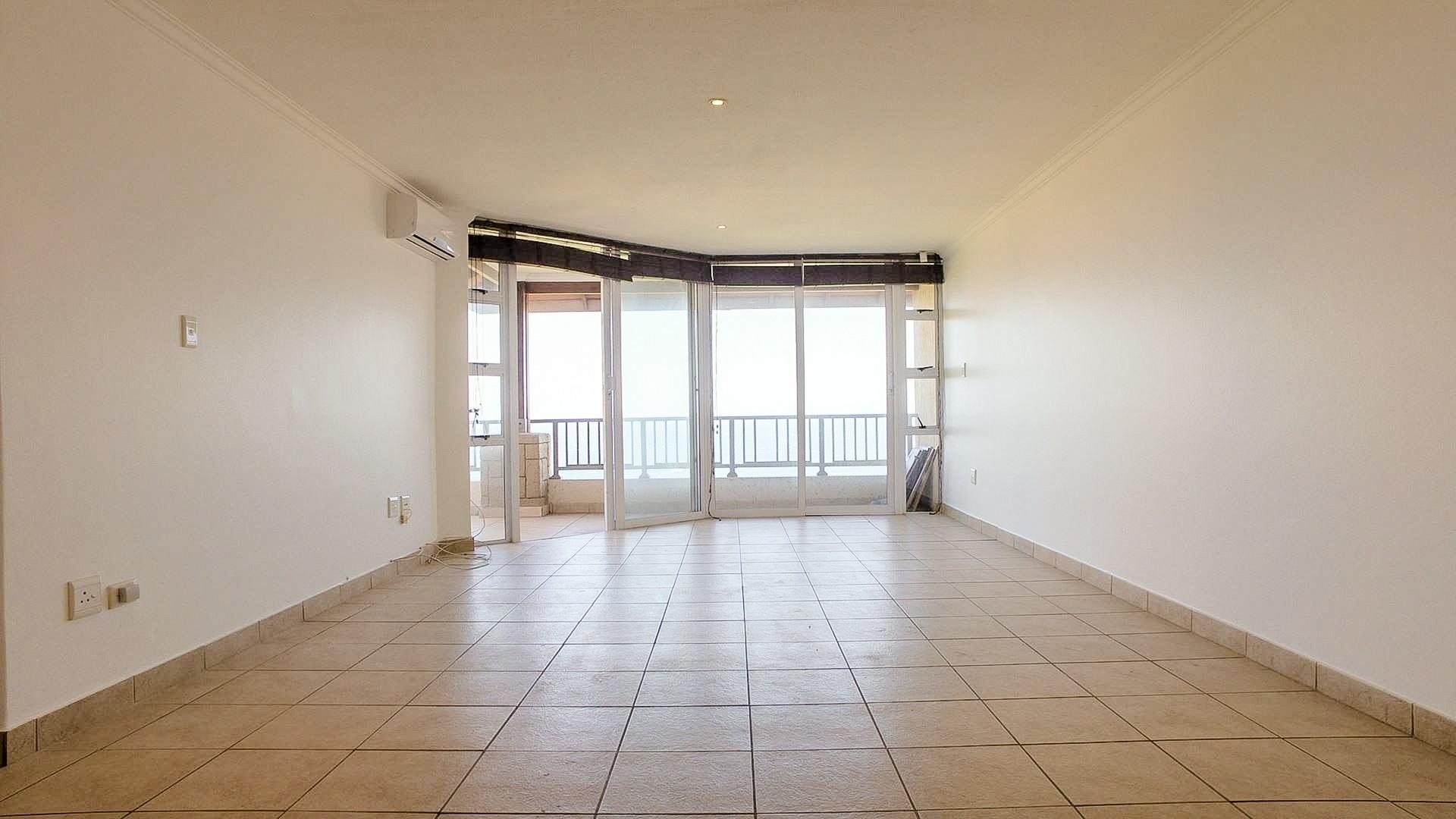 3 Bedroom Apartment For Sale in Westbrook