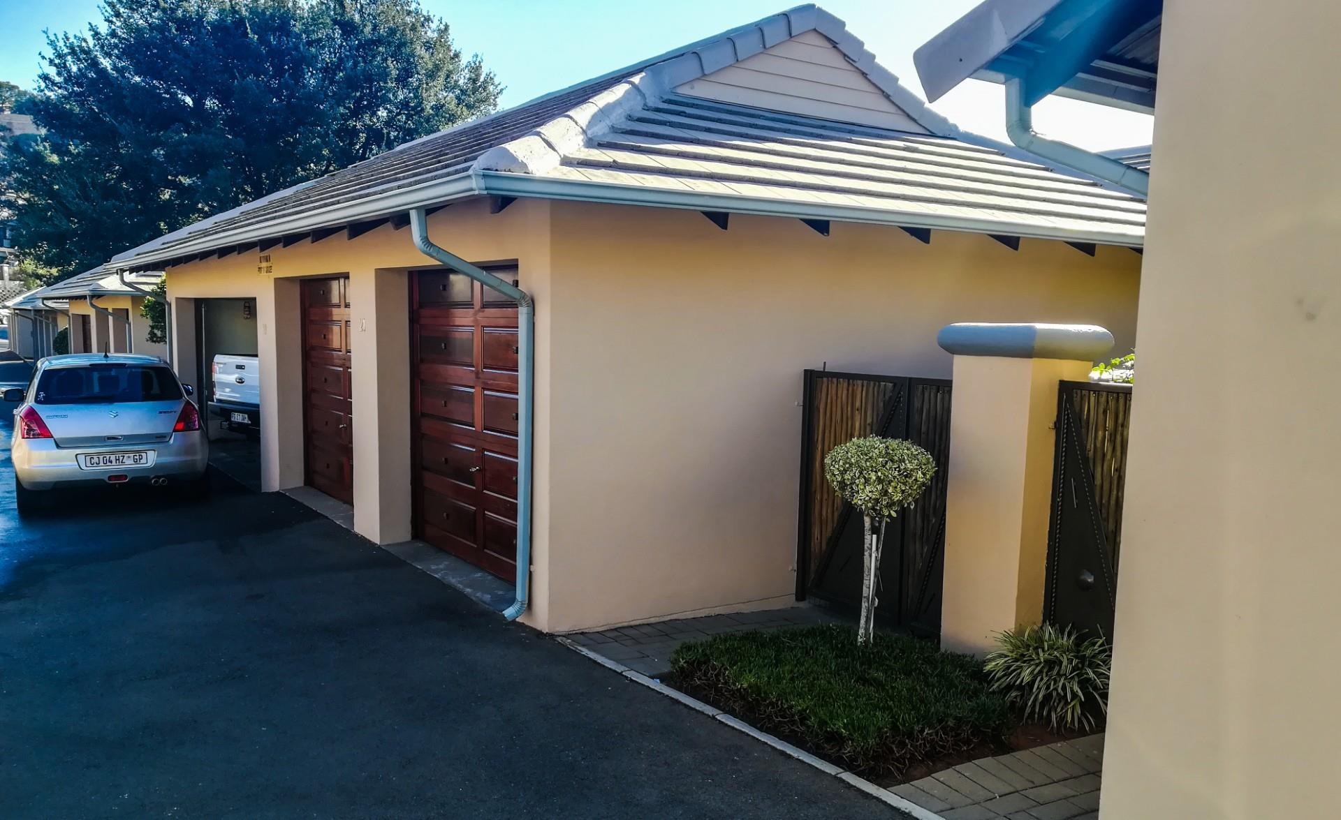 2 Bedroom Simplex For Sale in Chancliff Ridge