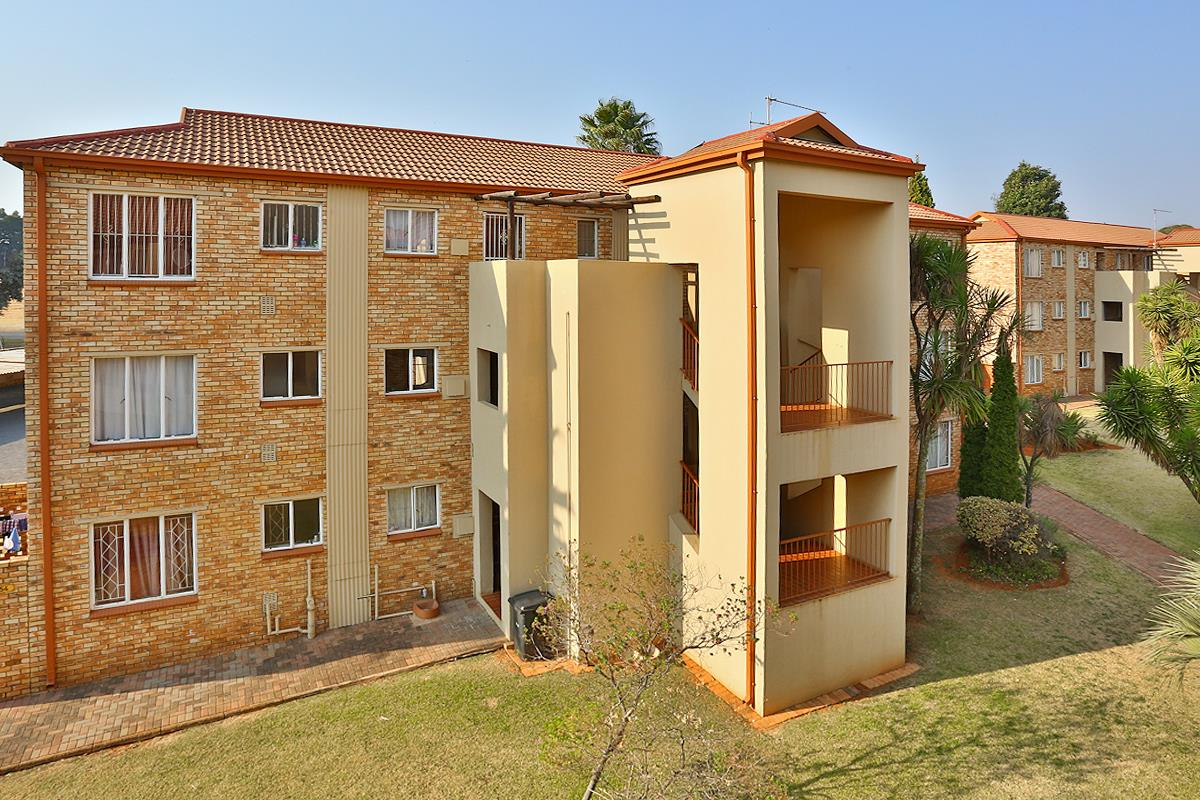 2 Bedroom Town house For Sale in Horison