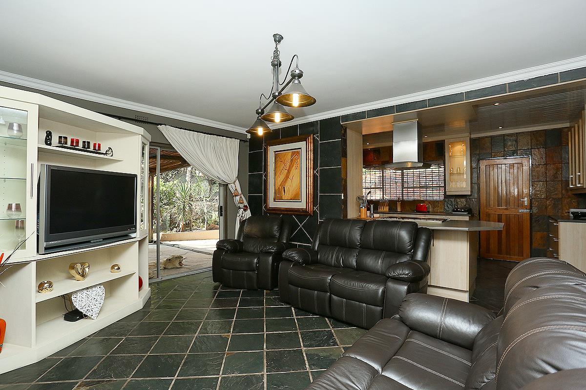 3 Bedroom House For Sale in Helderkruin