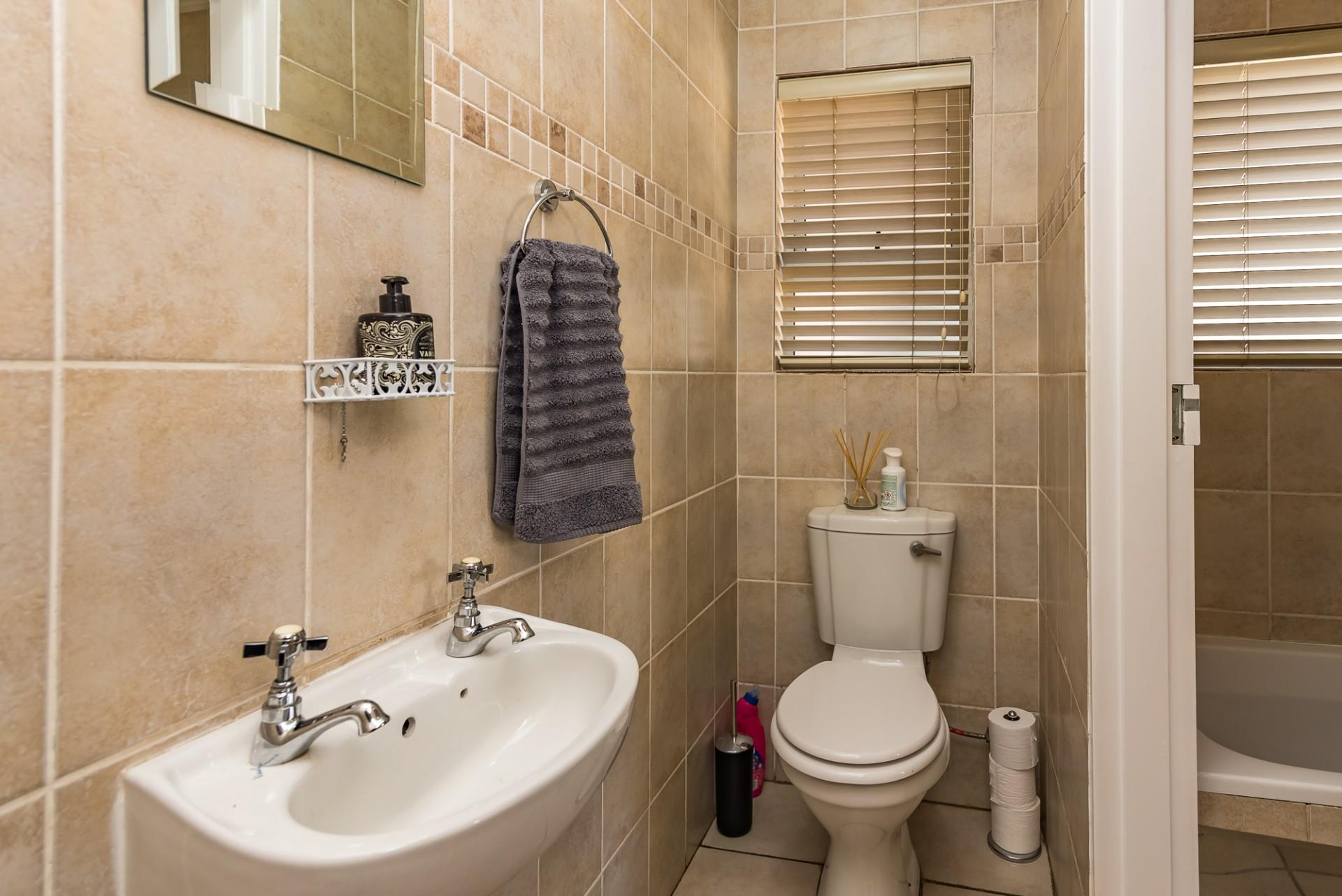 3 Bedroom Town house For Sale in Eagle Canyon Golf Estate