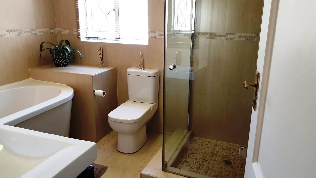4 Bedroom House For Sale in Noordheuwel