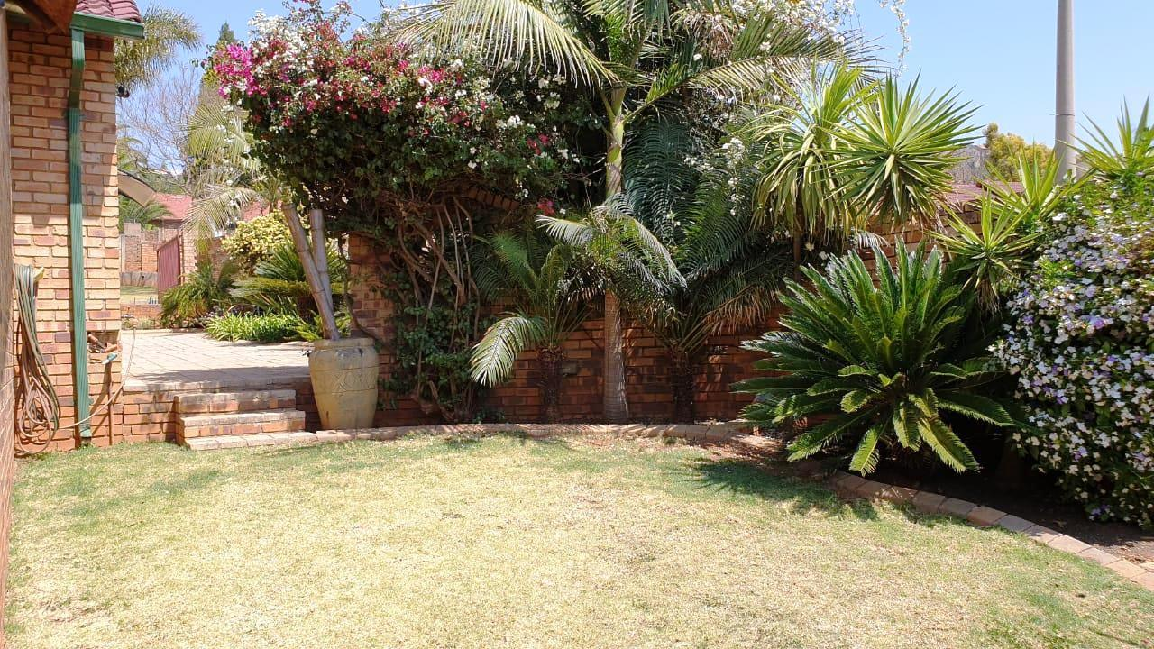 3 Bedroom House For Sale in Roodekrans