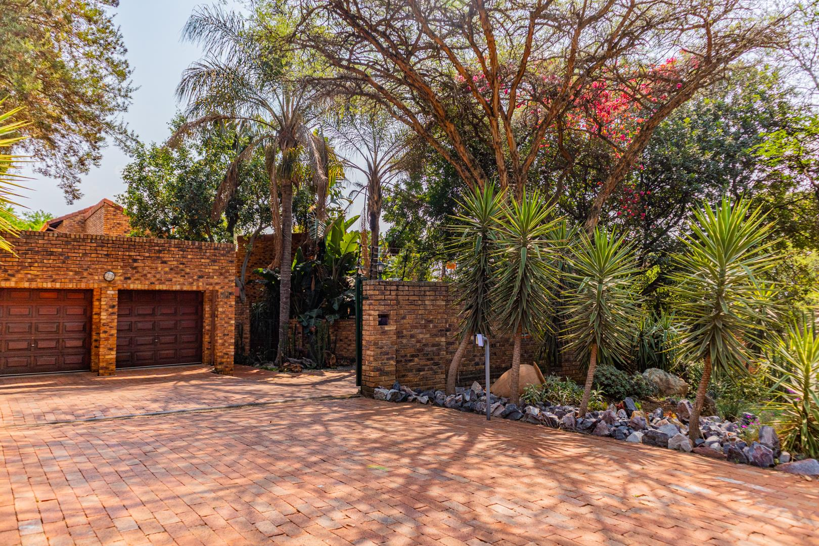 4 Bedroom House For Sale in Robin Hills