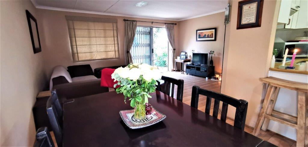 3 Bedroom Townhouse For Sale in Sonneglans