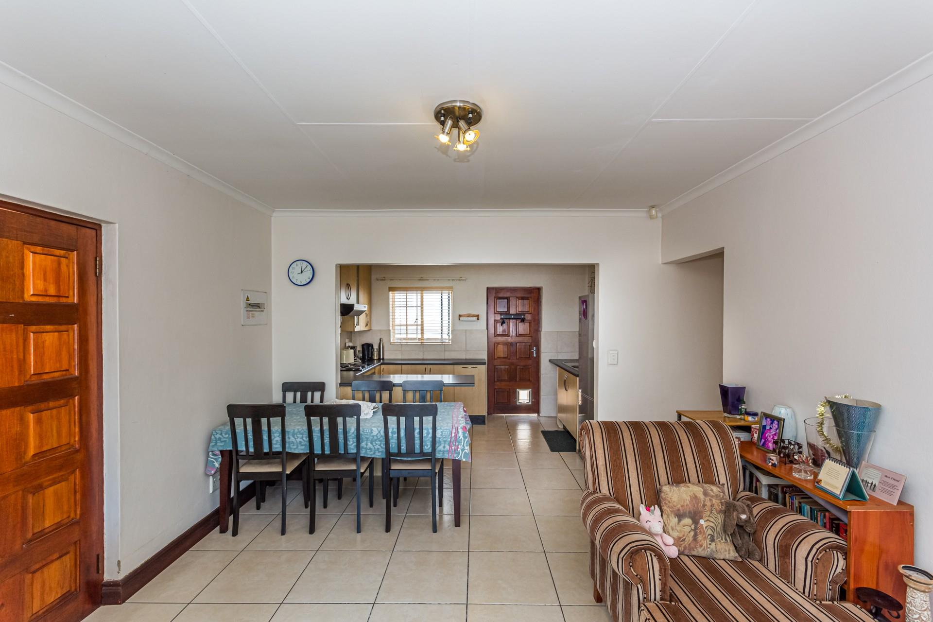 3 Bedroom House For Sale in North Riding