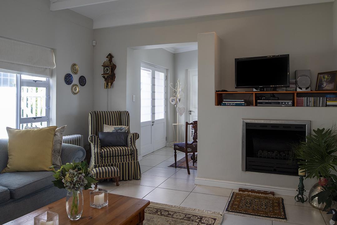 3 Bedroom House For Sale in Hemel en Aarde Estate