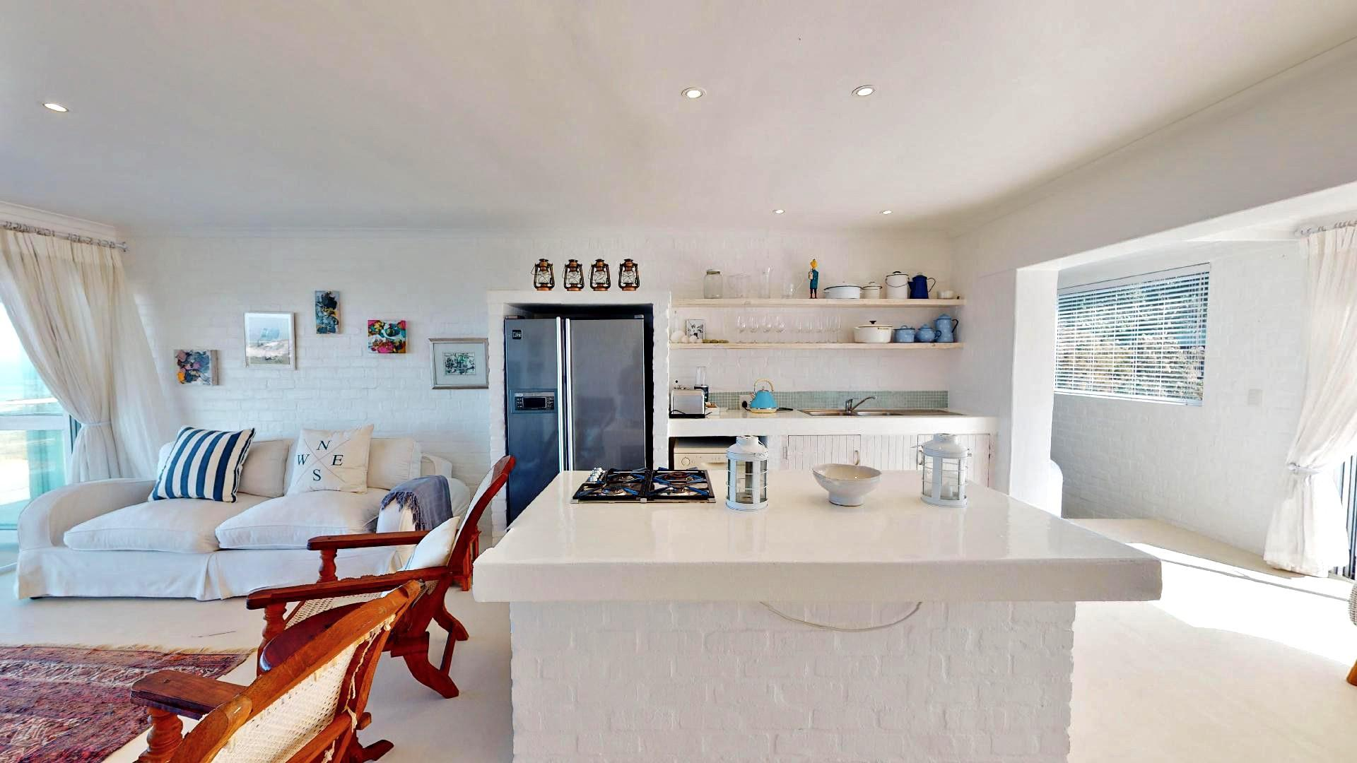 3 Bedroom House For Sale in Pearly Beach