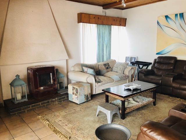 4 Bedroom House For Sale in Eden Glen