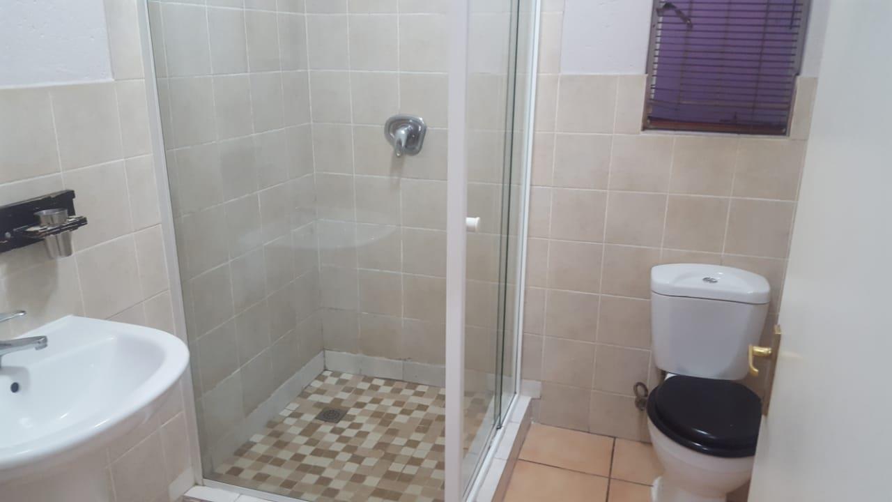 3 Bedroom Duplex To Rent in Greenstone Hill