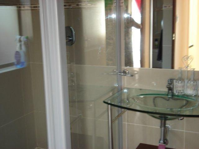 5 Bedroom House For Sale in Bayswater