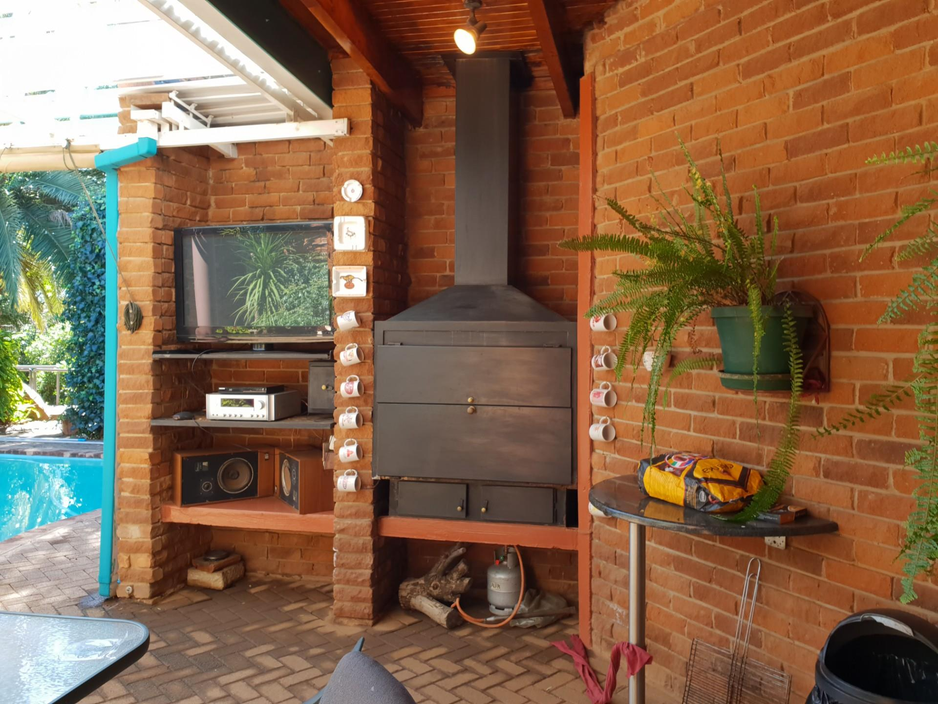 4 Bedroom House For Sale in Heuwelsig