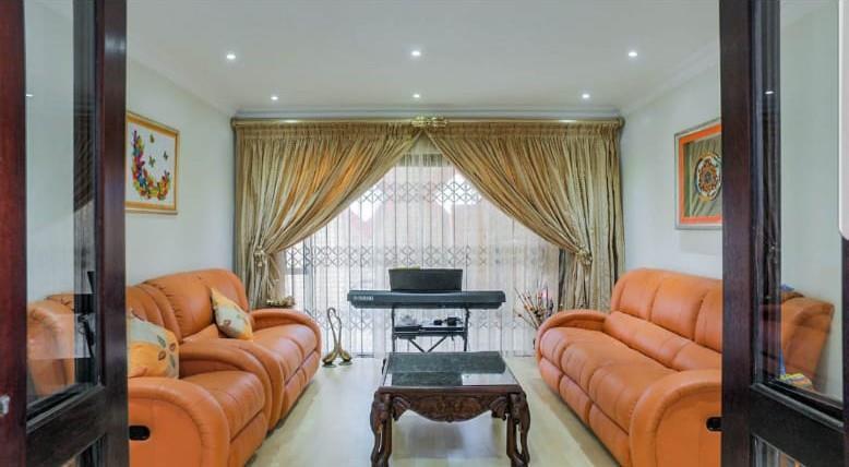 4 Bedroom House For Sale in Lenasia