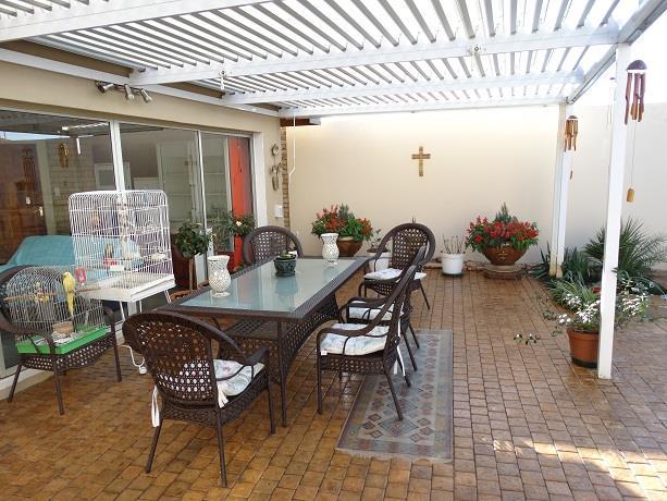 4 Bedroom House For Sale in Van Der Hoff Park