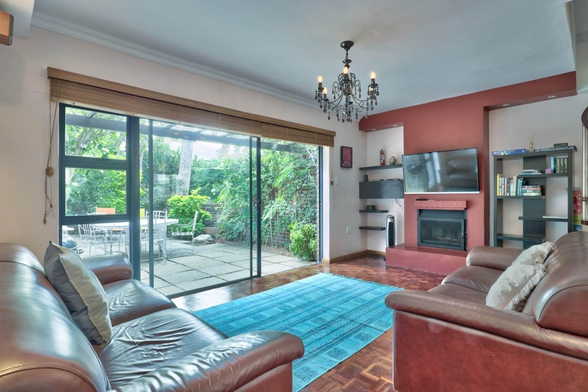 2 Bedroom Town house For Sale in Higgovale