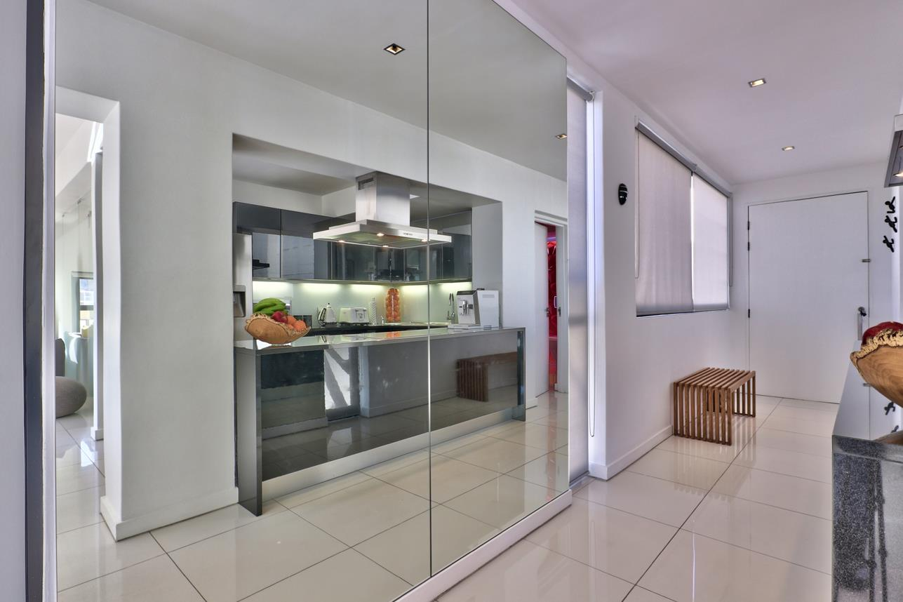 2 Bedroom Apartment For Sale in Cape Town City Centre