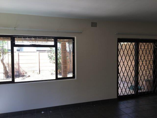 3 Bedroom Town house To Rent in Waves Edge