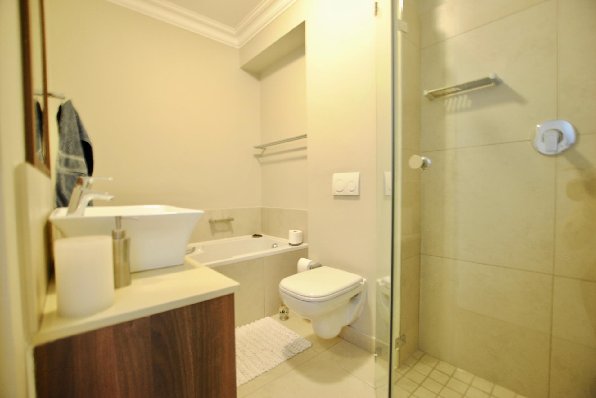 3 Bedroom Apartment To Rent in Bloubergrant