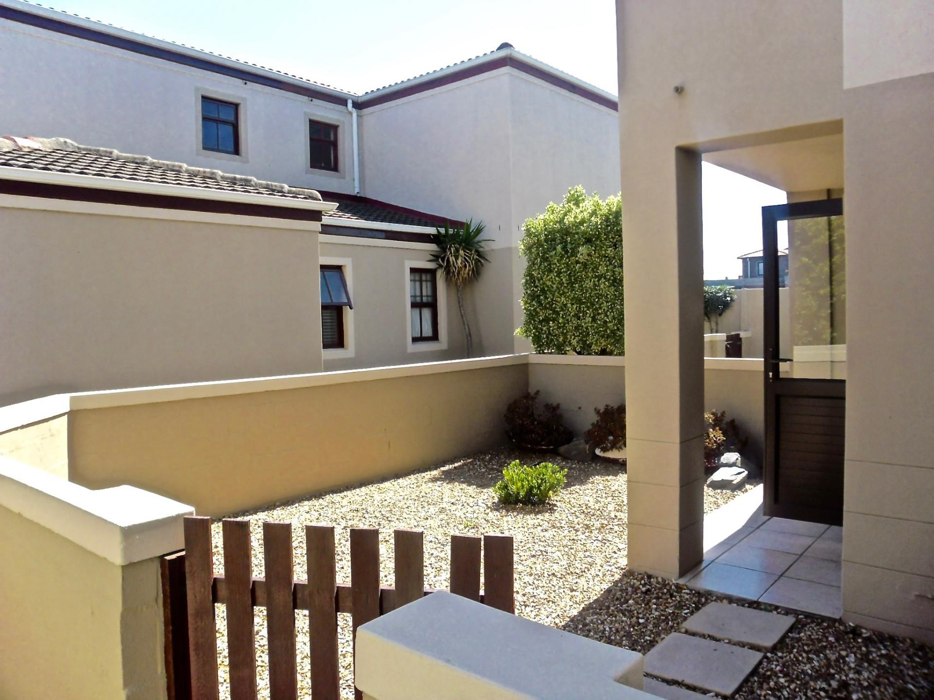 3 Bedroom House To Rent in Parklands North