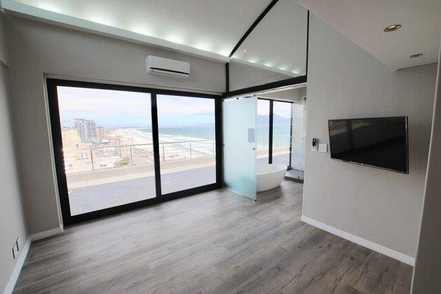 Penthouse in Beachfront To Rent