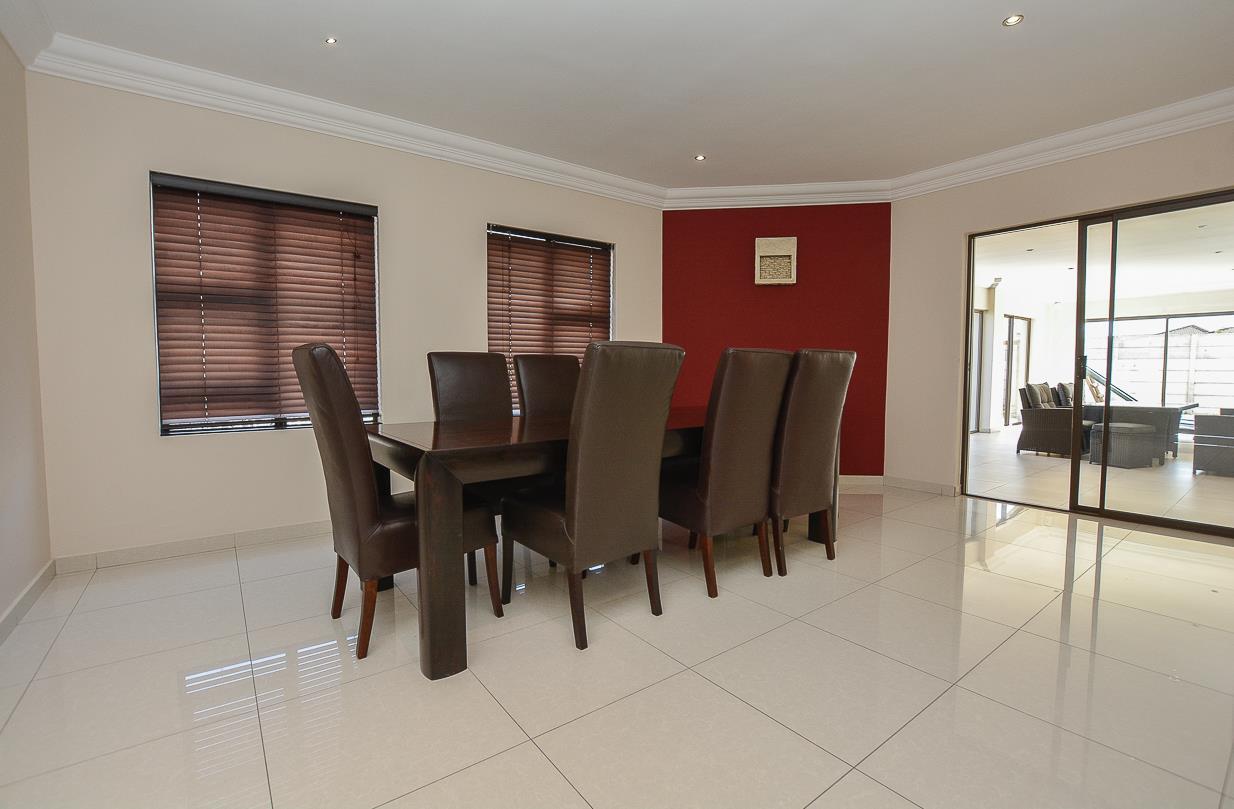 7 Bedroom House For Sale in Parklands