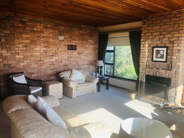 5 Bedroom House For Sale in Van Riebeeckstrand