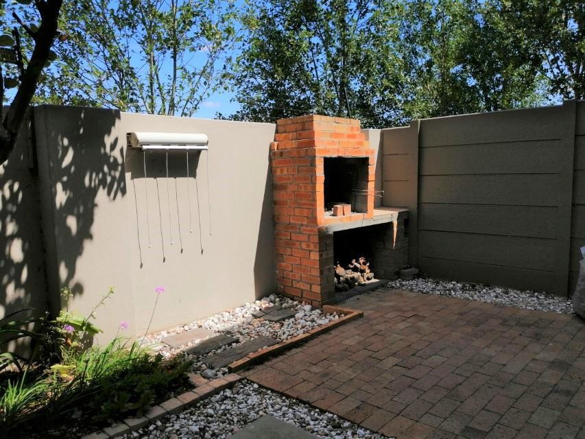 2 Bedroom Duplex To Rent in Parklands