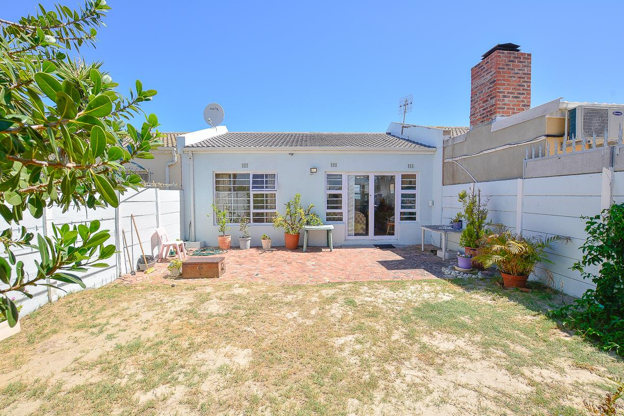 2 Bedroom House For Sale in Blouberg Sands