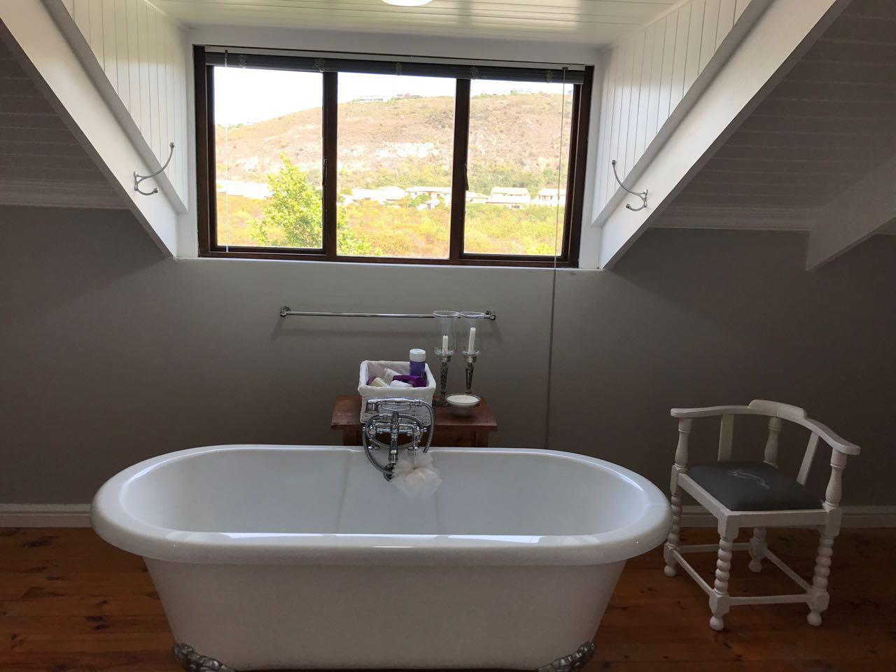 4 Bedroom House To Rent in Plettenberg Bay Central