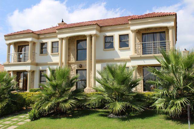 5 Bedroom House For Sale in Blue Valley Golf Estate