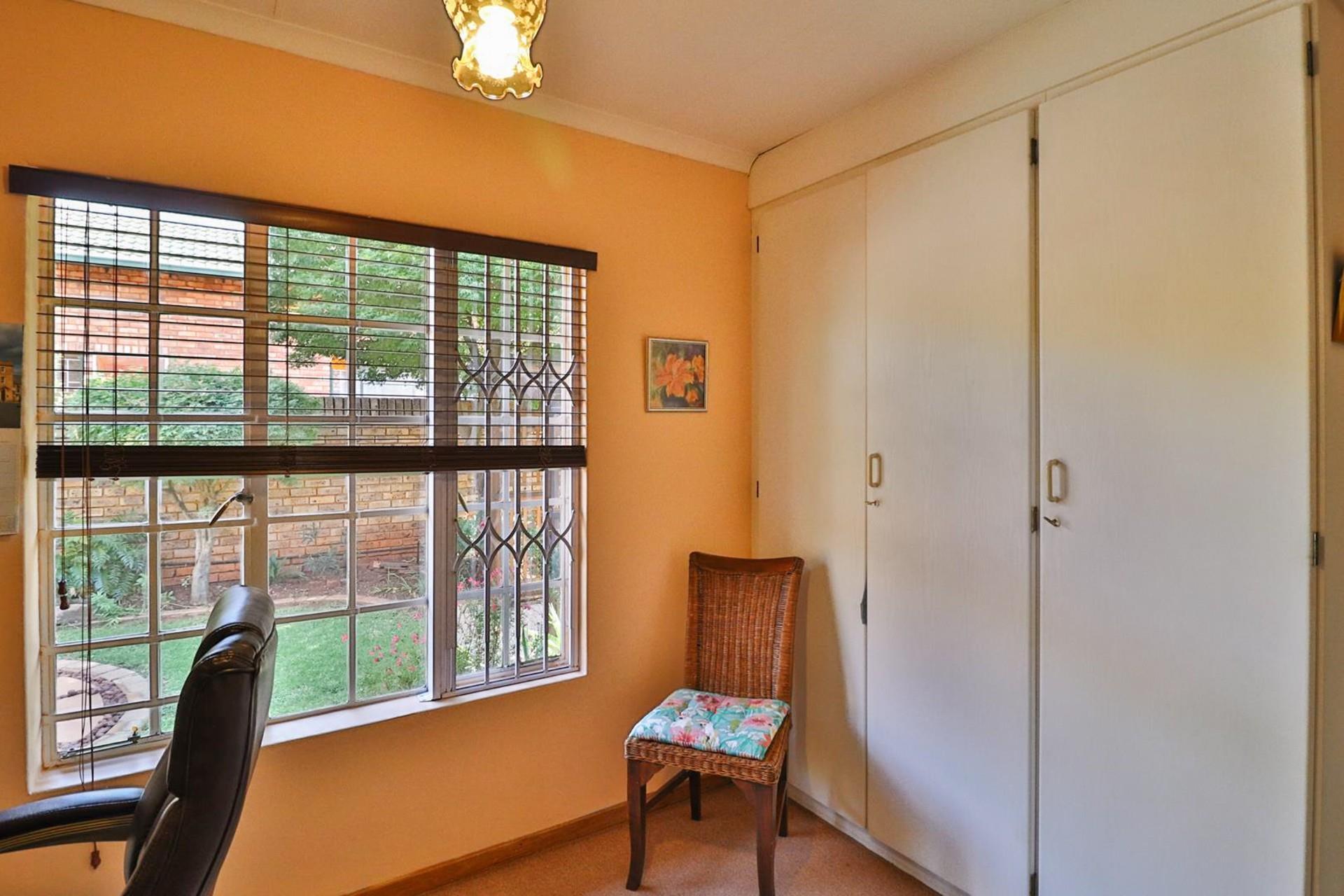 3 Bedroom House For Sale in Eldoraigne